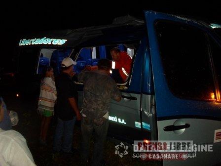 BUSETA DE LIBERTADORES SE ACCIDENTÓ EN LA VÍA TAME – SAN SALVADOR