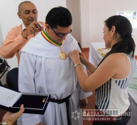 PÁRROCO DE LA IGLESIA NUESTRA SEÑORA DE LOS DOLORES DE MANARE FUE CONDECORADO EN PAZ DE ARIPORO