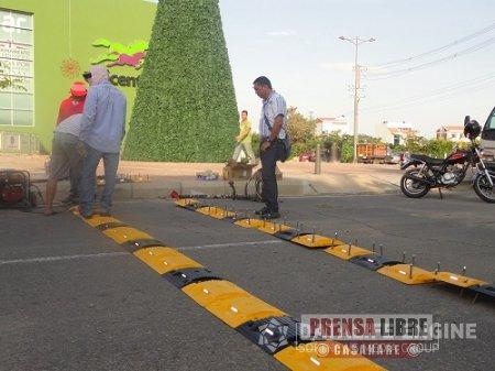 OPERATIVO DE TRÁNSITO FRENTE AL NUEVO CENTRO COMERCIAL UNICENTRO