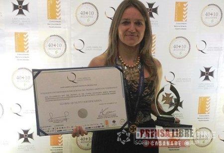 UNITRÓPICO RECIBIÓ DISTINCIÓN LATIN AMERICAN QUALITY AWARDS 2013