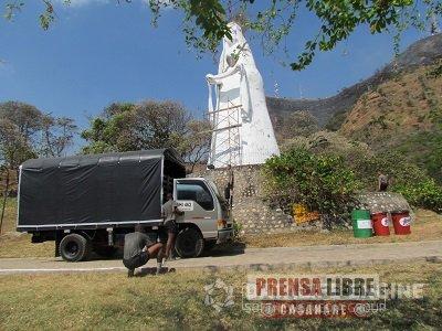 Soldados de la Décima Sexta Brigada, trabajan por la recuperación del monumento de la Virgen de Manare en Yopal