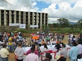 Protestas frente a la Gobernación por demoras en ejecución del Proyecto Torres del Silencio en Yopal
