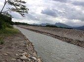 EAAAY captaría agua por infiltración ribereña del río Cravo Sur, intentando enfrentar contingencia invernal