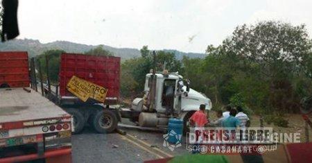 """Dos accidentes en menos de una semana protagonizados por vehículos petroleros en el sitio """"las curvas"""" en Monterrey"""